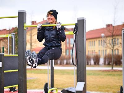 Oona_street_workout_2.jpg